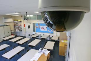 Cámara dentro del aula del colegio